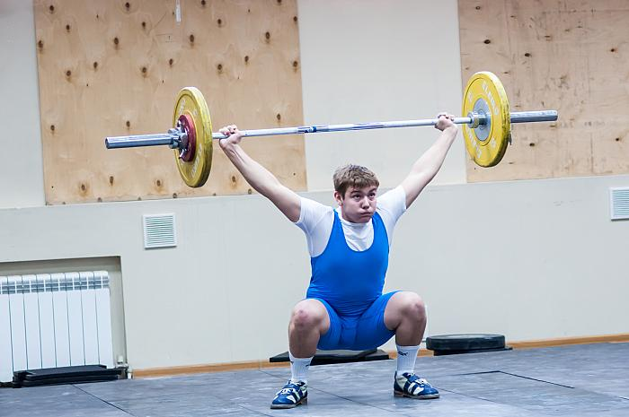 kozzi-Heavy athletics weightlifter-1778x1181